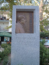 Monumento a Jose María Soler en Villena
