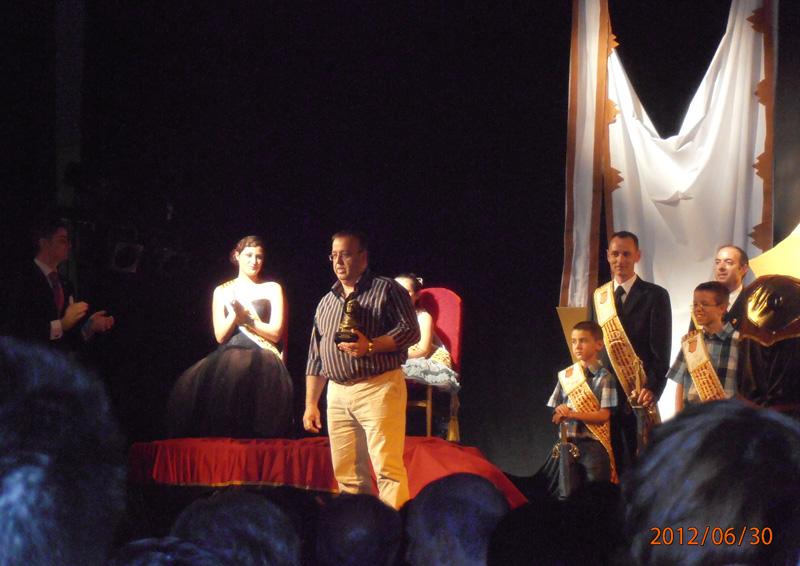 Juan José Espartal con el premio