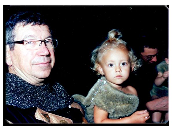 Mi padre y mi hija mayor, Claudia, en la carroza de salvajes de 2010